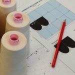Nähgarn mit Zeichnung und Stift