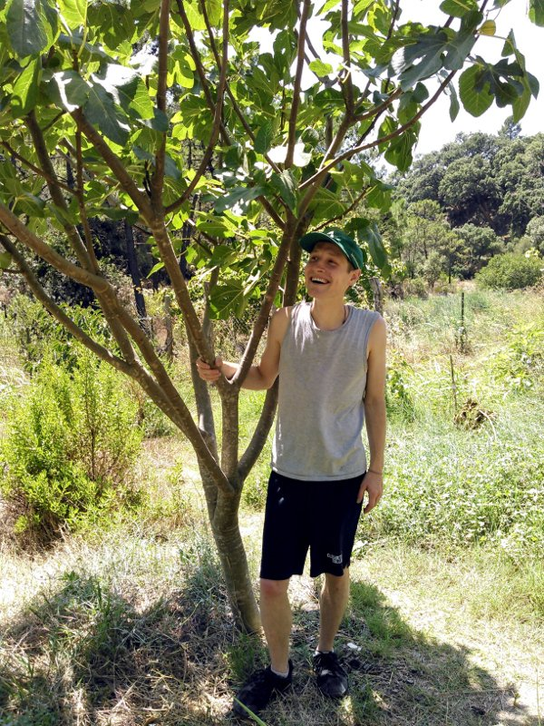 Benedikt auf der Permakultur Farm